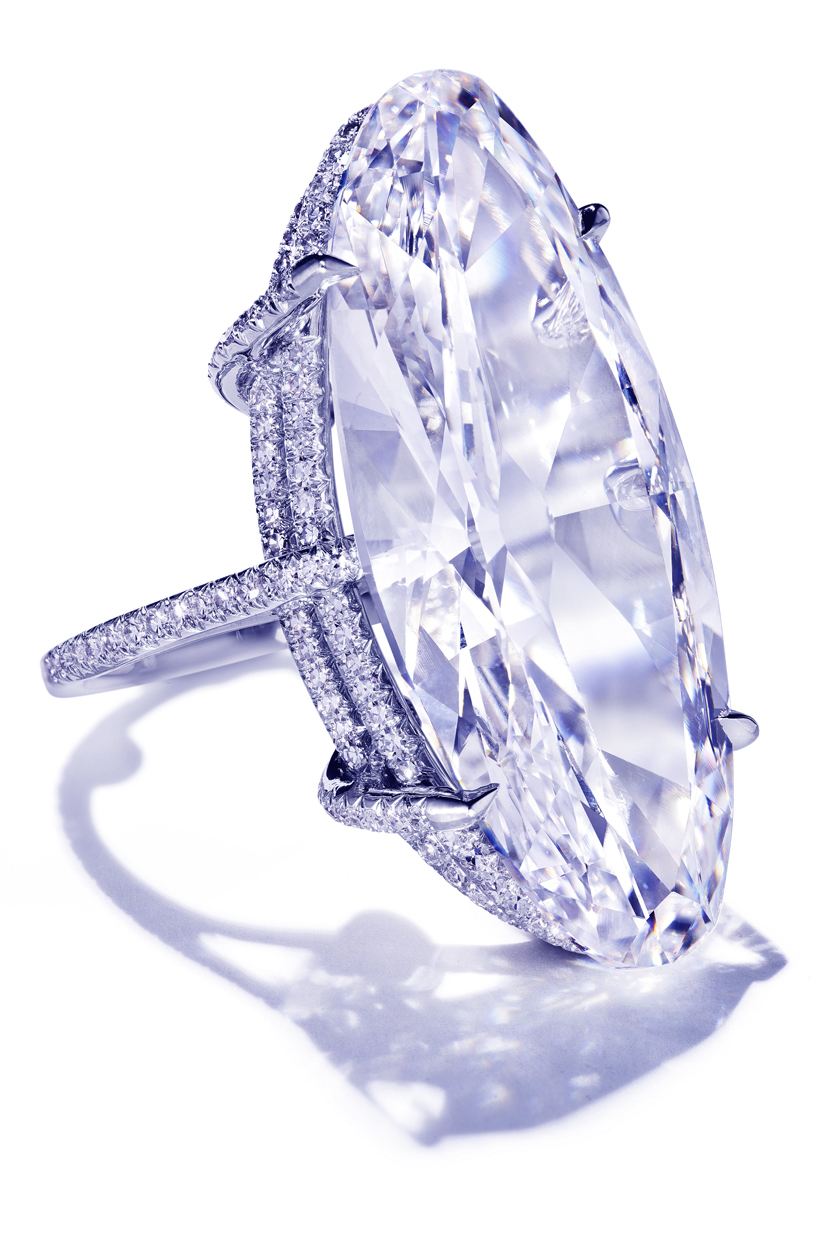 Diamond ring standing