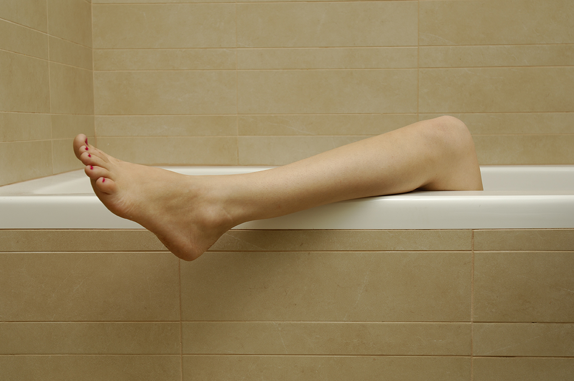 Bathtub leg